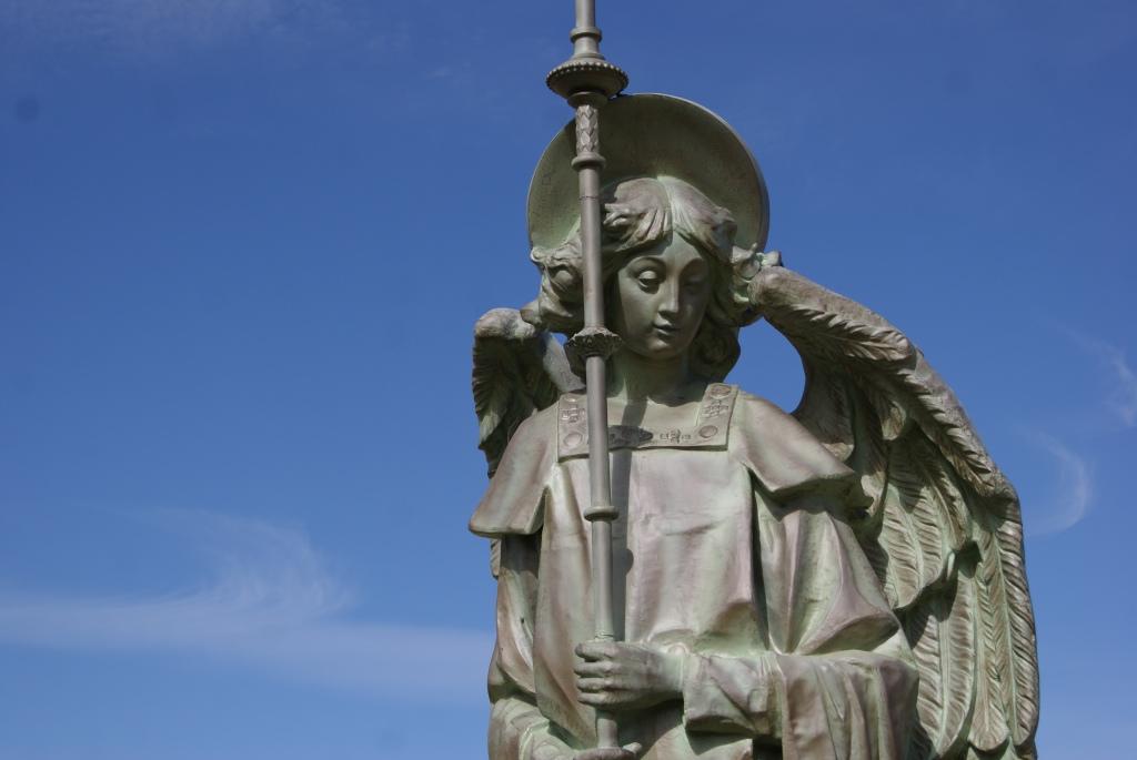El séptimo ángel tocó la trompeta, y se levantaron grandes voces en el cielo